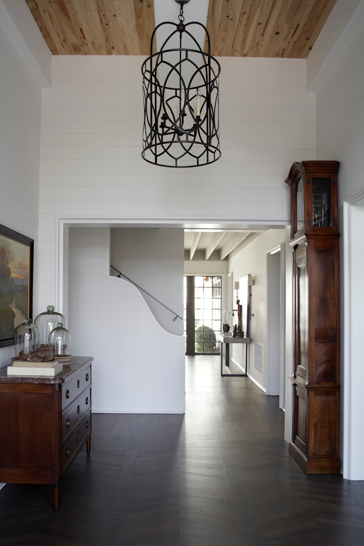 Ridgeview Showhouse Eclectic style corridor, hallway & stairs by Christopher Architecture & Interiors Eclectic