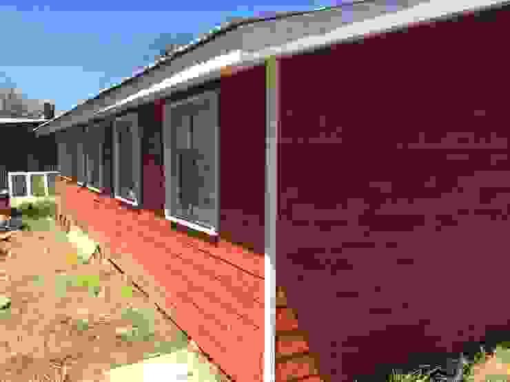 Vista diagonal Casas de estilo clásico de ESARCA Clásico Madera Acabado en madera