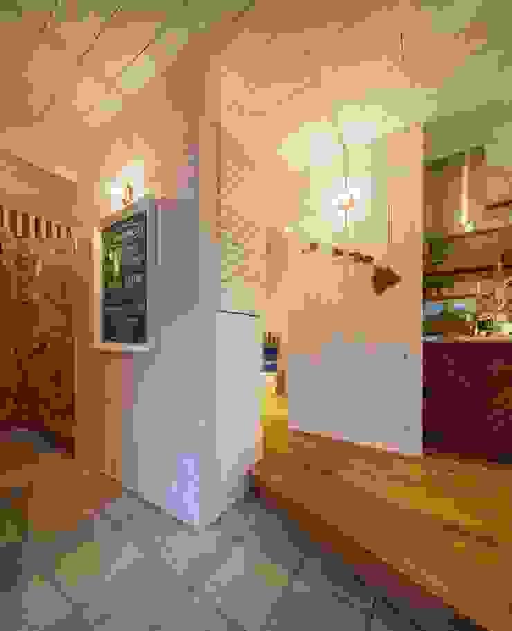 house-05 dwarf オリジナルスタイルの 玄関&廊下&階段