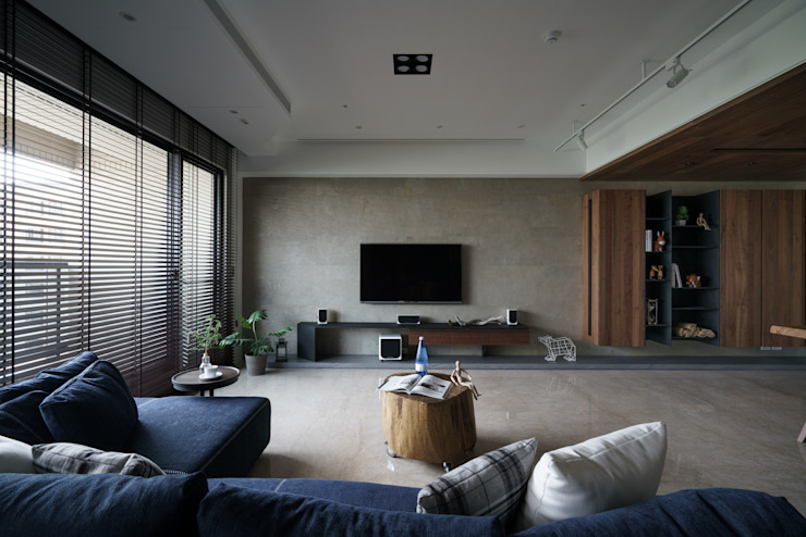 靚 现代客厅設計點子、靈感 & 圖片 根據 千綵胤空間設計 現代風 實木 Multicolored