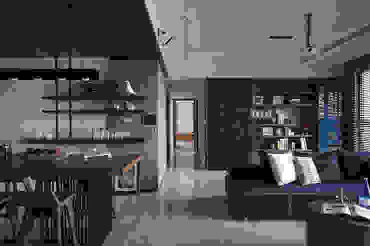 靚 现代客厅設計點子、靈感 & 圖片 根據 千綵胤空間設計 現代風
