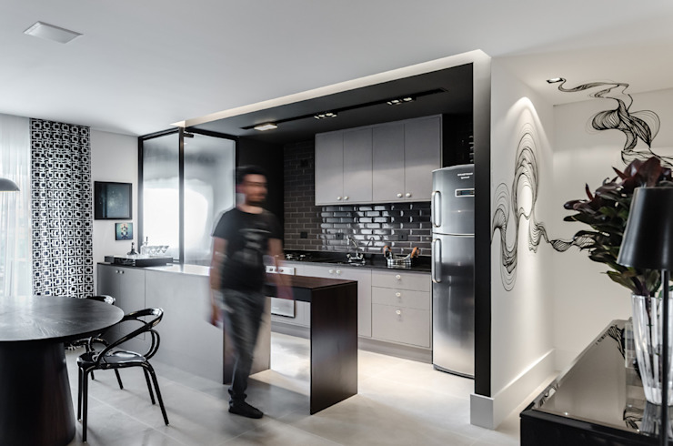 Modern kitchen by Tiago Rocha Interiores Modern