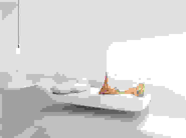 Organische Slaapkamer in een energie-autarkische villa in Almere Minimalistische slaapkamers van OLA architecten Minimalistisch Gewapend beton