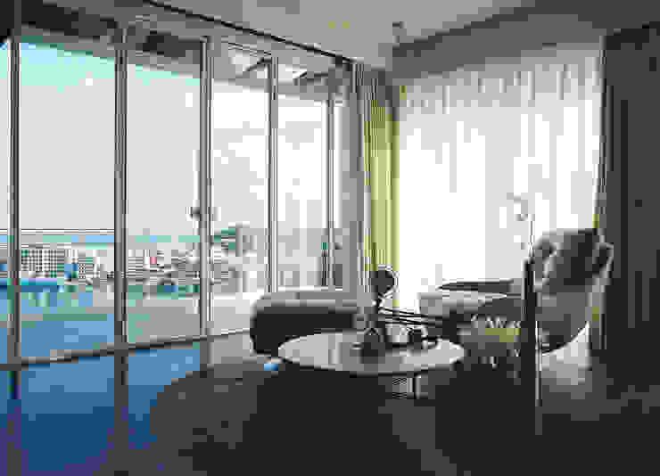 Living room by 鄭士傑室內設計