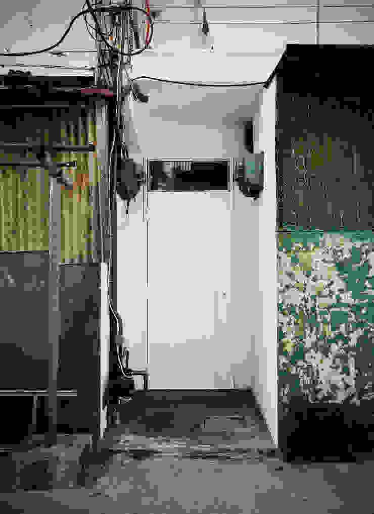 Entrance 現代房屋設計點子、靈感 & 圖片 根據 鄭士傑室內設計 現代風