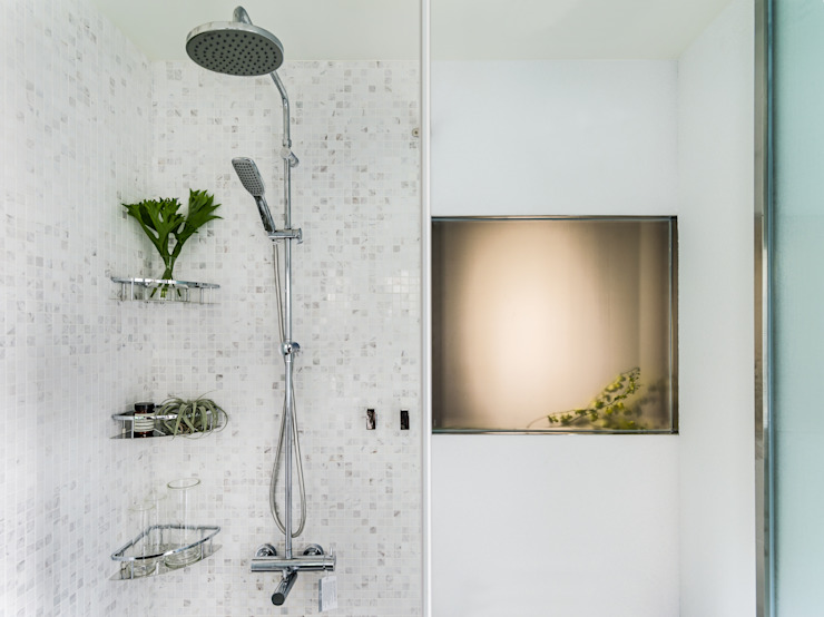 Master Bathroom Modern bathroom by 鄭士傑室內設計 Modern