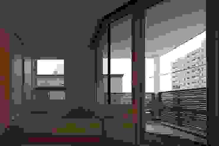 Balcon, Veranda & Terrasse modernes par 富谷洋介建築設計 Moderne