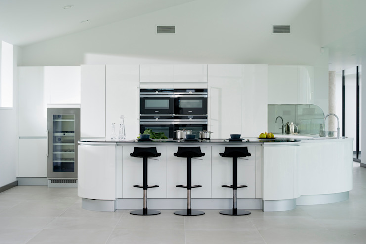 White Gloss Pedini Artika Minimalist kitchen by Urban Myth Minimalist