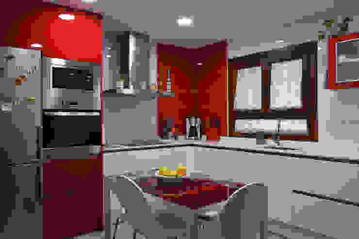 Estudio de Cocinas Musa Modern style kitchen Red