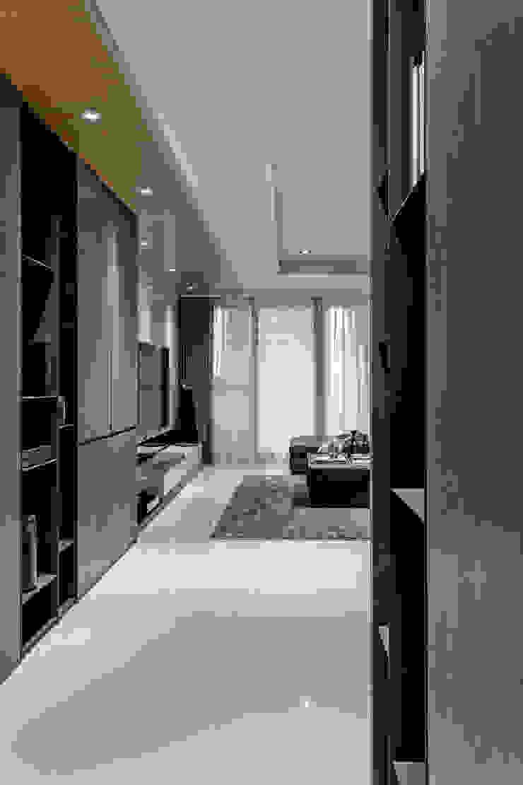 Koridor & Tangga Modern Oleh 双設計建築室內總研所 Modern