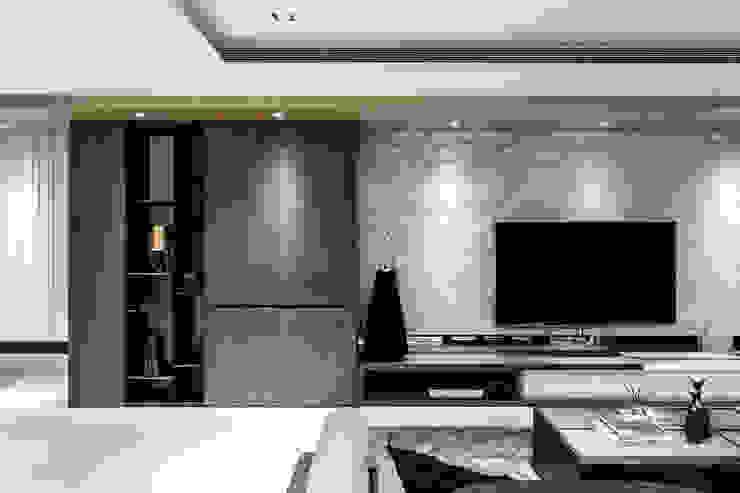 Living room by 双設計建築室內總研所, Modern