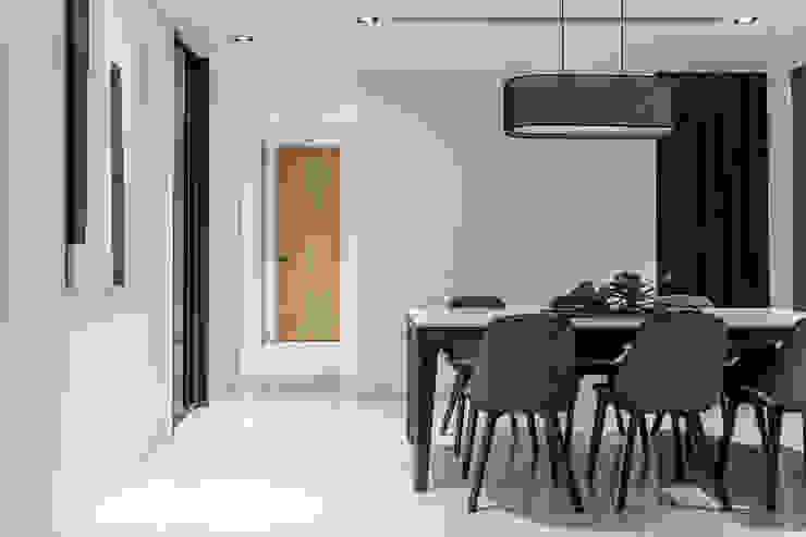 Moderne Esszimmer von 双設計建築室內總研所 Modern