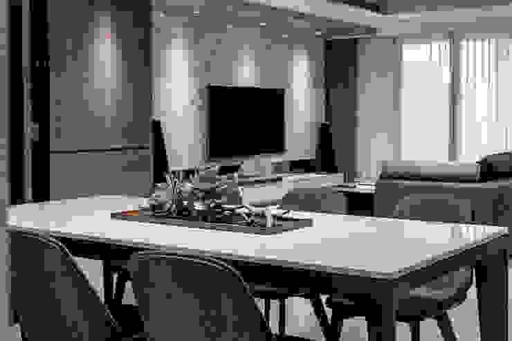 新北 林口 Lin residence (林口 世界首席 / 國家一號院) 根據 双設計建築室內總研所 現代風
