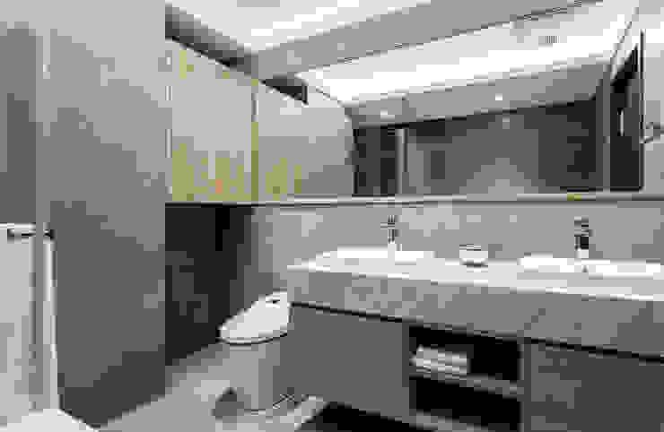 新北 林口 Lin residence (林口 世界首席 / 國家一號院):  浴室 by 双設計建築室內總研所,
