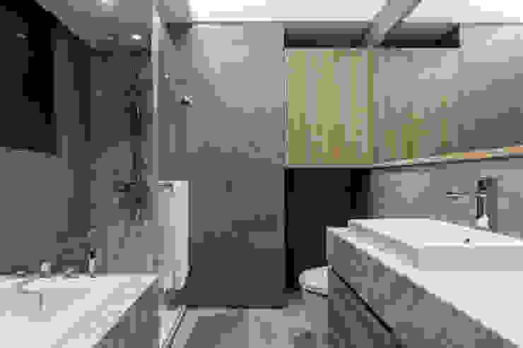 Moderne Badezimmer von 双設計建築室內總研所 Modern