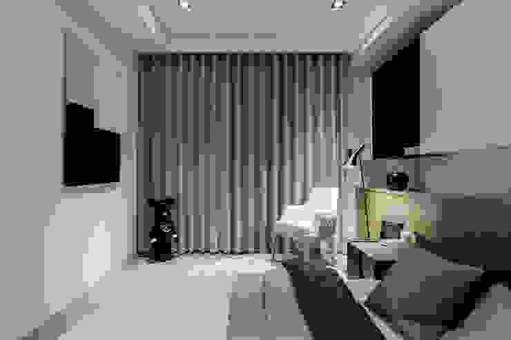 Kamar Tidur Modern Oleh 双設計建築室內總研所 Modern