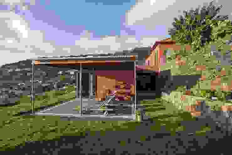 Terrace View Balcones y terrazas de estilo minimalista de Mayer & Selders Arquitectura Minimalista Madera Acabado en madera
