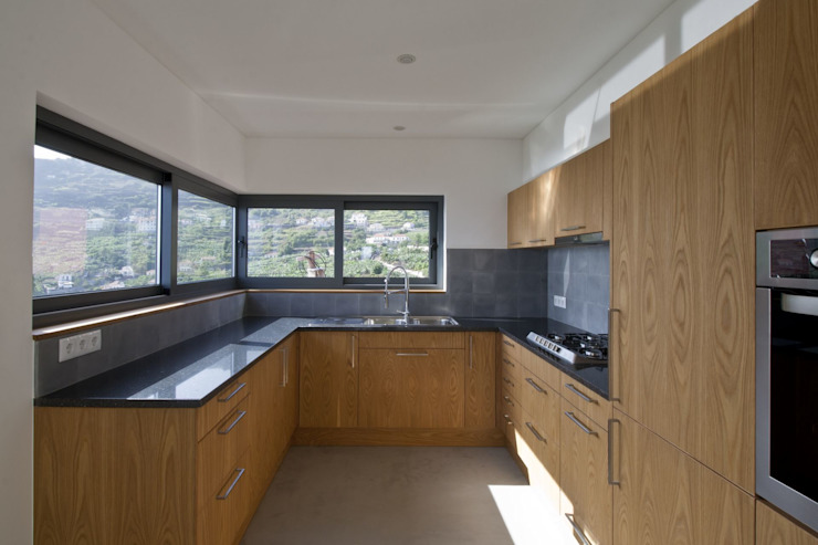 Kitchen by Mayer & Selders Arquitectura Minimalist Wood Wood effect