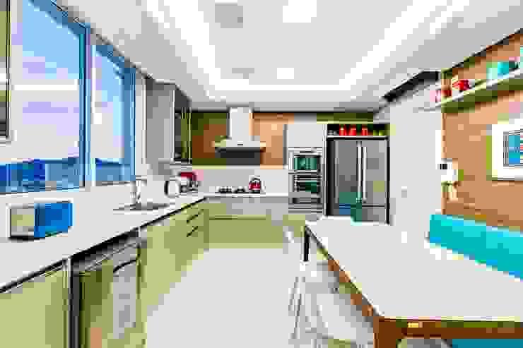 Cozinha Cozinhas clássicas por TRÍADE ARQUITETURA Clássico