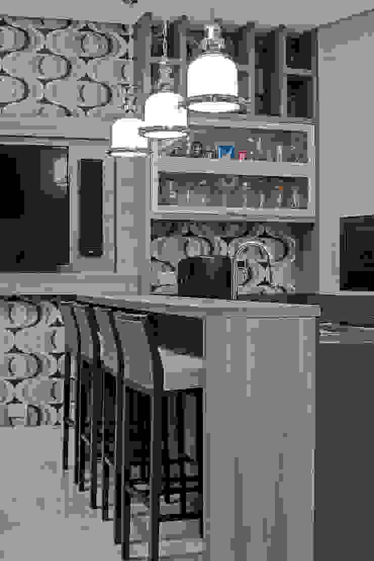 Modern dining room by TRÍADE ARQUITETURA Modern