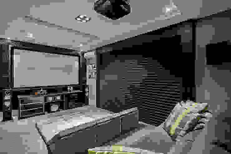 Modern living room by TRÍADE ARQUITETURA Modern