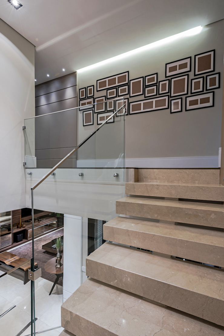 Modern Corridor, Hallway and Staircase by TRÍADE ARQUITETURA Modern