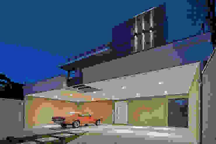 Casas de estilo  por TRÍADE ARQUITETURA, Moderno