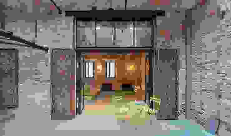 Terrasse de style  par N.A. Construcción, Rustique Briques