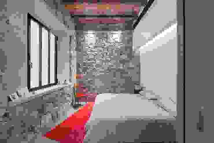 Chambre de style  par N.A. Construcción, Rustique Pierre
