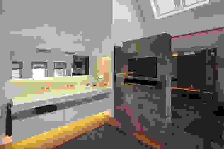 Ванная комната в стиле модерн от Lioba Schneider Модерн