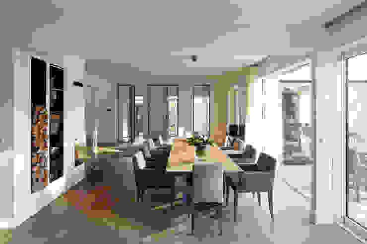 Столовая комната в стиле модерн от Lioba Schneider Модерн
