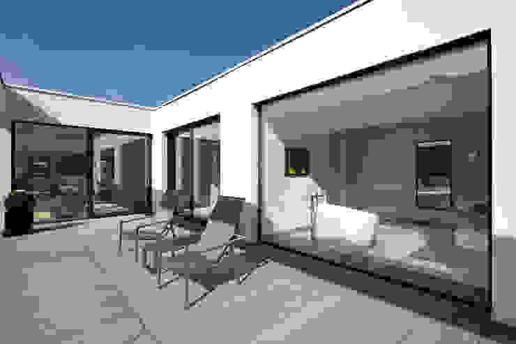 Moderne balkons, veranda's en terrassen van Lioba Schneider Modern