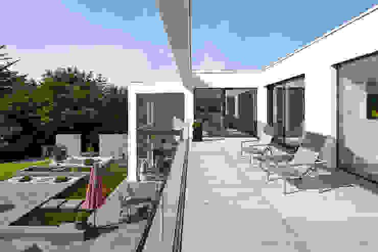 Villa S. Lioba Schneider Architekturfotografie Moderner Balkon, Veranda & Terrasse