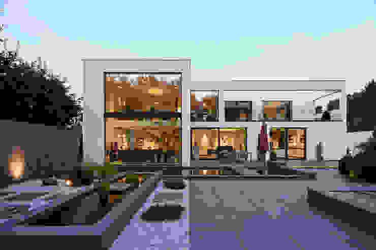 Casas modernas de Lioba Schneider Moderno