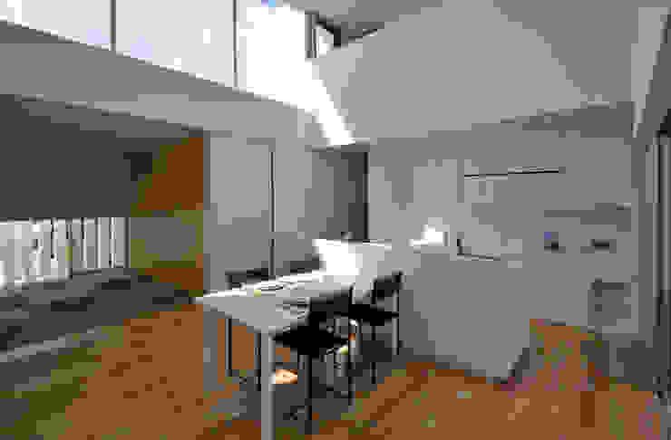 NKNDKR-HOUSE!(House with the sky) モダンデザインの ダイニング の 門一級建築士事務所 モダン コンクリート