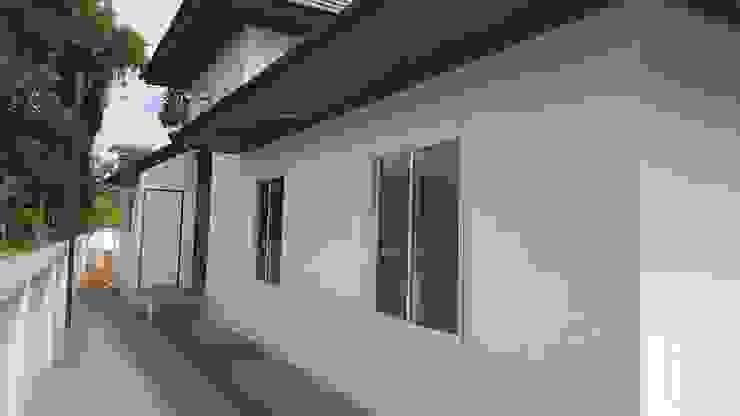 Modern windows & doors by สถาปนิกสร้างสรรค์ Modern Concrete