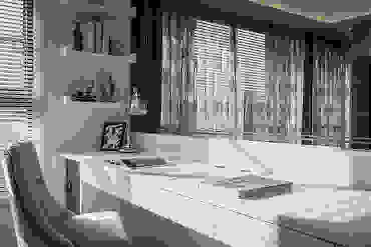 Ruang Studi/Kantor Klasik Oleh 你你空間設計 Klasik Kaca
