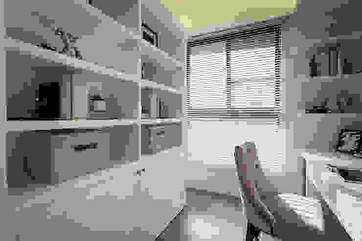 Ruang Studi/Kantor Klasik Oleh 你你空間設計 Klasik Kayu Wood effect