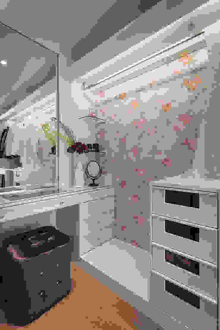 Ruang Ganti Klasik Oleh 你你空間設計 Klasik Kayu Wood effect