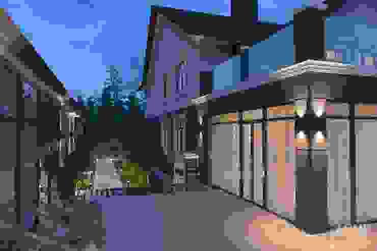 Casas estilo moderno: ideas, arquitectura e imágenes de Студия авторского дизайна ASHE Home Moderno