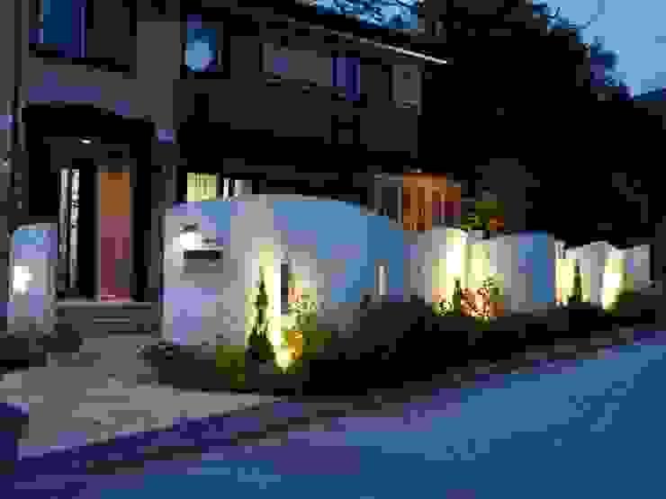 Maisons de style  par エクステリアモミの木 | エクステリア&ガーデンデザイン専門店,