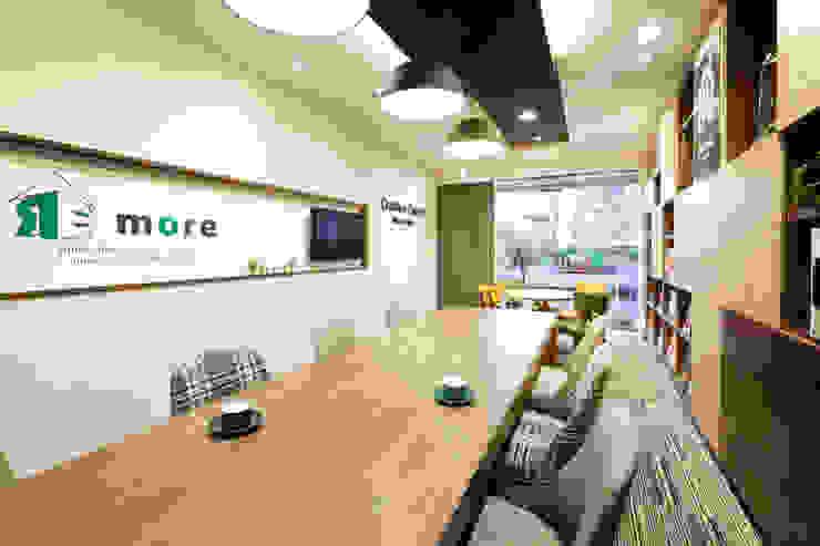 株式会社Juju INTERIOR DESIGNS Oficinas y Tiendas Madera