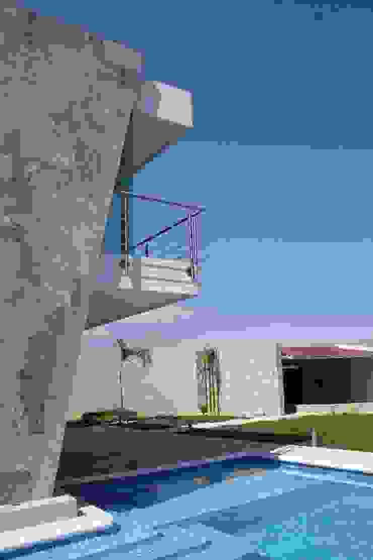 Alberca Zen Albercas minimalistas de MÈNDEZ arquitectos Minimalista Azulejos