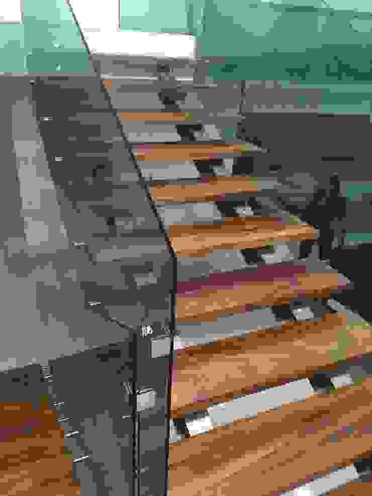 CASA PZ ARQUIMIA ARQUITECTOS Pasillos, vestíbulos y escaleras modernos de Arquimia Arquitectos Moderno