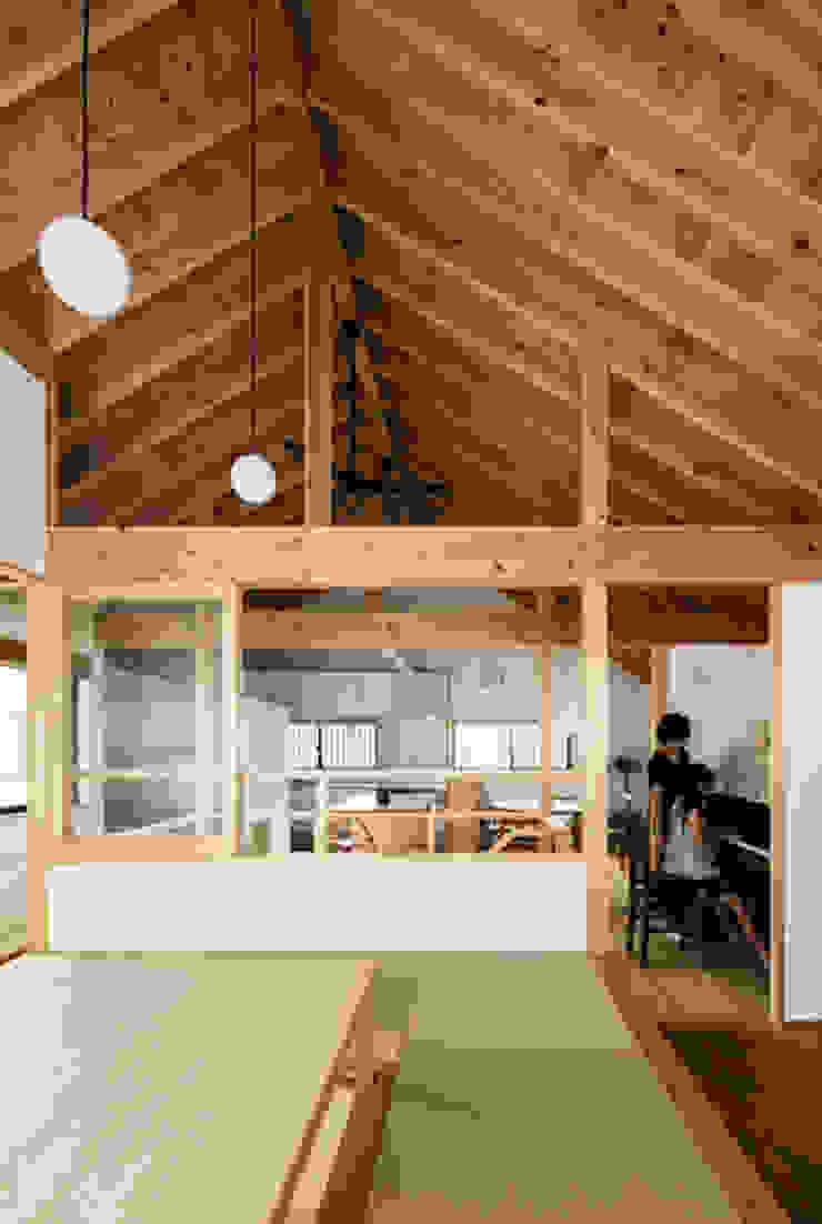 Modern living room by 藤森大作建築設計事務所 Modern