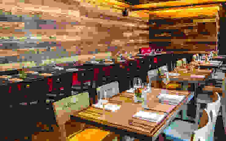 Restaurant Chullpi – Machupicchu de FRANCO CACERES / Arquitectos & Asociados Moderno Madera Acabado en madera