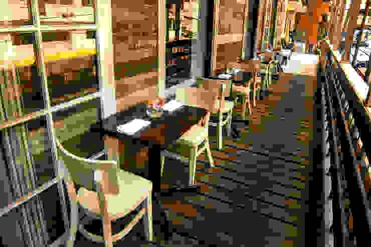 Restaurant Chullpi – Machupicchu Balcones y terrazas modernos de FRANCO CACERES / Arquitectos & Asociados Moderno Madera Acabado en madera