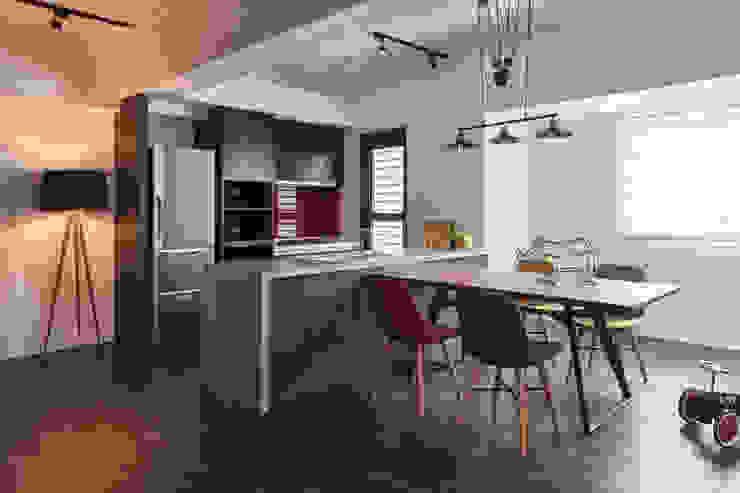 訂製溫暖工業宅,成就單身男子的自在空間 根據 合觀設計 工業風