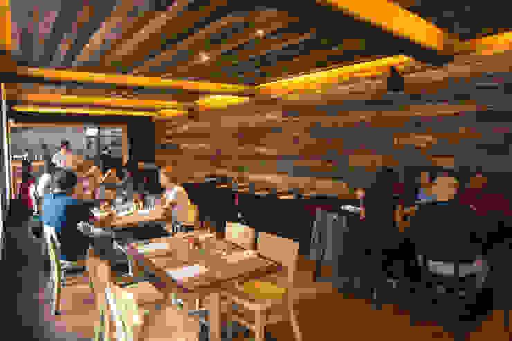 Restaurant Chullpi – Machupicchu Comedores de estilo moderno de FRANCO CACERES / Arquitectos & Asociados Moderno