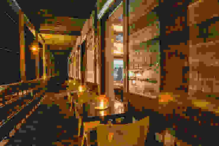 Restaurant Chullpi – Machupicchu Balcones y terrazas modernos de FRANCO CACERES / Arquitectos & Asociados Moderno